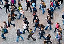 Menschen auf dem Campus