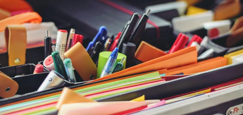 Tasche mit vielen Stiften