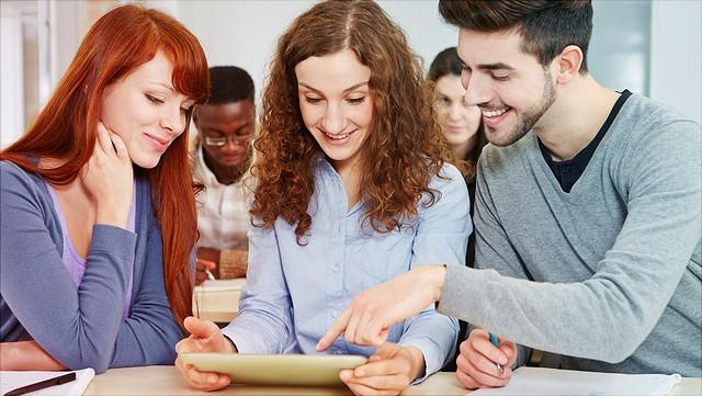 Gruppenarbeit von Oberstufenschülern