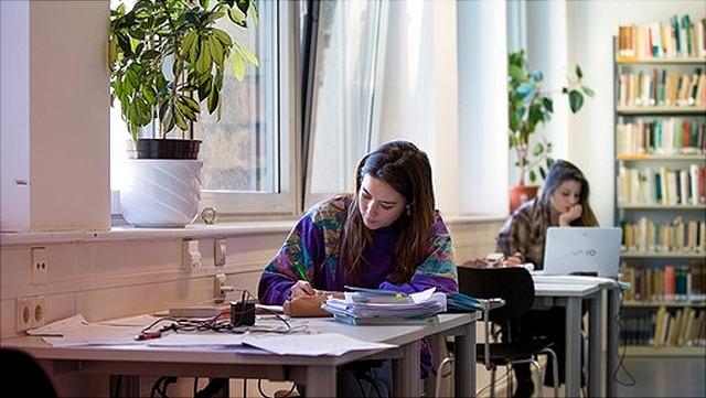 Studentinnen beim Lernen