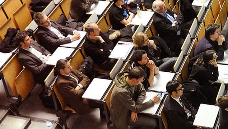 Hörer im Hörsaal