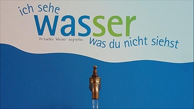 Schriftzug Ich sehe Wasser mit Wasserhahn darunter