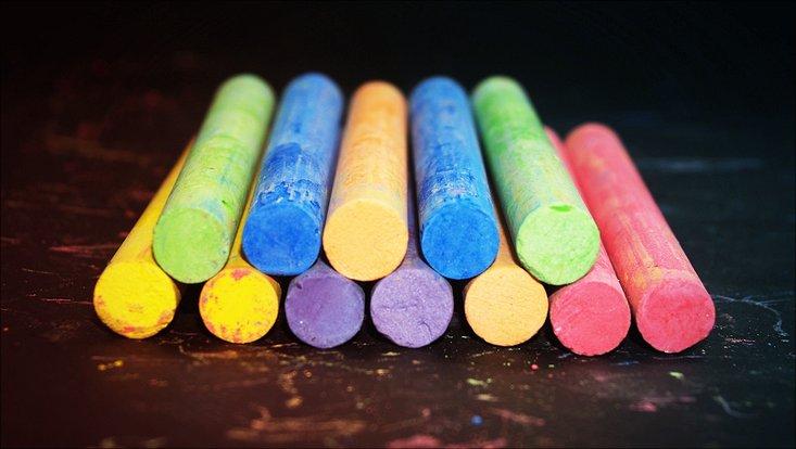 Kreide in verschiedenen Farben gestapelt