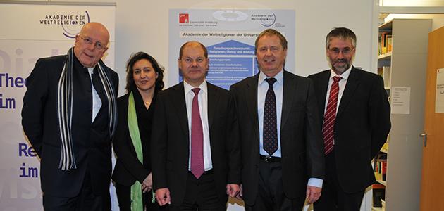 Prof. Dr. Dieter Lenzen, Prof. Dr. Katajun Amirpur, Erster Bürgermeister Olaf Scholz, Prof. Dr. Wolfram Weiße, Dr. Christoph Krupp