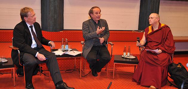 Prof. Dr. Wolfram Weiße, Prof. Dr. Michael von Brück, Dr. Carola Roloff (v. links)