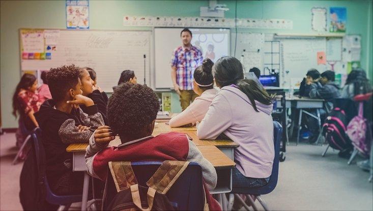 Kinder in einem Klassenzimmer