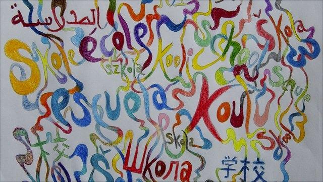 Grafik mit dem Wort Schule in verschiedenen Sprachen