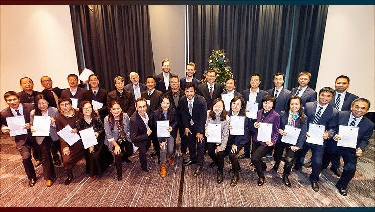Gruppenfoto mit Zertifikaten