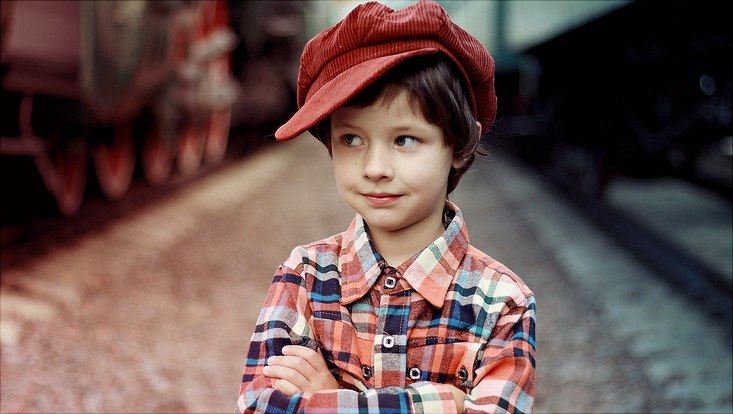 Kleiner Junge mit Mütze.