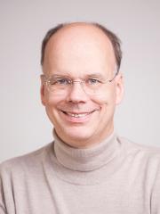 Dr. Ties Behnke