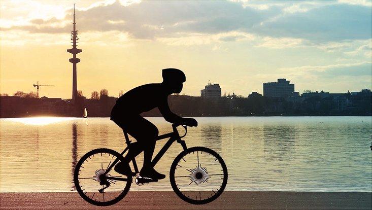 Fahrradfahrer an der Alster