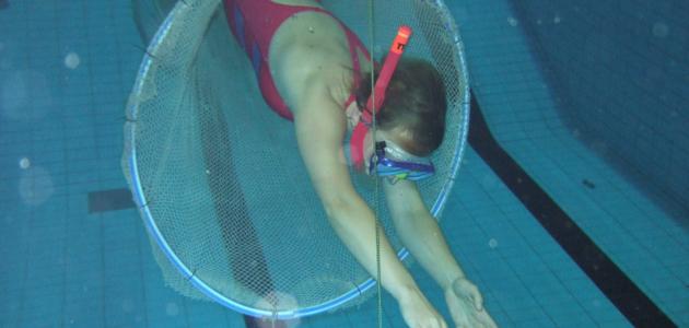 Forschungstaucher im Schwimmbad.