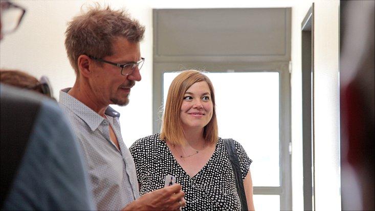 Professor Schnittger erklärt Frau Fegebank seine Forschung