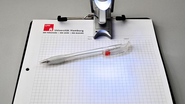 Clippoard mit UHH-Block und Stift