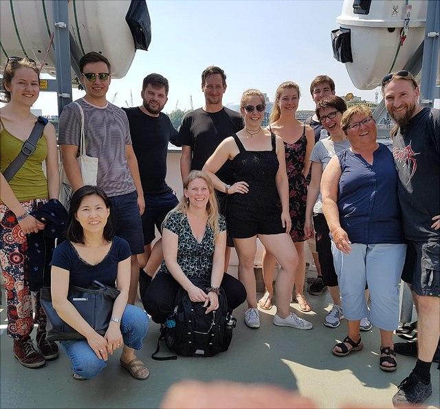 Team-Mitglieder der NMR-Abteilung auf dem Deck der Cap San Diego