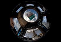 """CliSAP Broschüre """"Klima im Fokus"""", fotografiert auf der Raumstation ISS"""