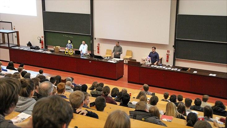 Vortrag der Technology Knowledge Group des Fachbereichs Informatik im großen Hörsaal.