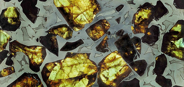 Meteoritenscheibe im Durchlicht