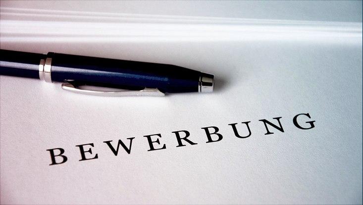 """Zettel, Kugelschreiber, Schriftzug""""Bewerbung"""""""