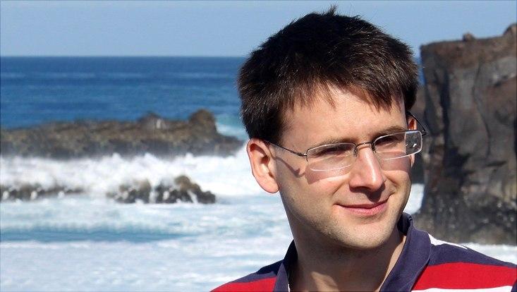 Dr. Julian Holstein