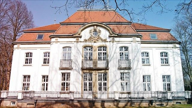 Hauptgebäude der Sternwarte Bergedorf