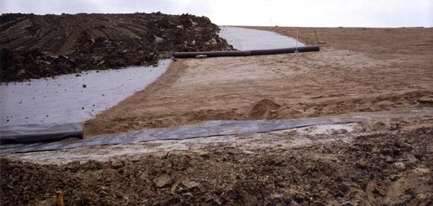 Mehrschichtiges Deponieoberflächenabdichtungssystem / Multi-layered landfill cover system