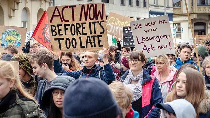 Protestierende auf einem Klimastreik