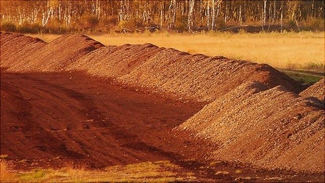 Landschaft mit aufgestautem Boden