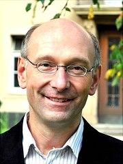 prof.-dr.-wolfgang-hillert-universitaet-hamburg-180x240