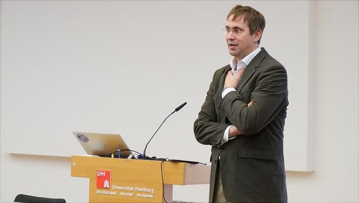 Prof. Dr. Tilo Böhmann vom Fachbereich Informatik der Universität Hamburg spricht auf dem Fakultätentag Informatik.
