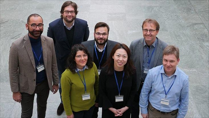 """Vortragende des Workshops """"Soziale Netzwerke und Medien"""" (v.l.n.r. hinten) Prof. Dr. Norbert Ritter, Prof. Dr. Andreas Jungherr, Dr. Oliver Posegga, Prof. Dr. Steffen Staab, (v.l.n.r. vorne) Dr. Fariba Karimi, Dr. Oul Han, Gerald Lüttgen."""