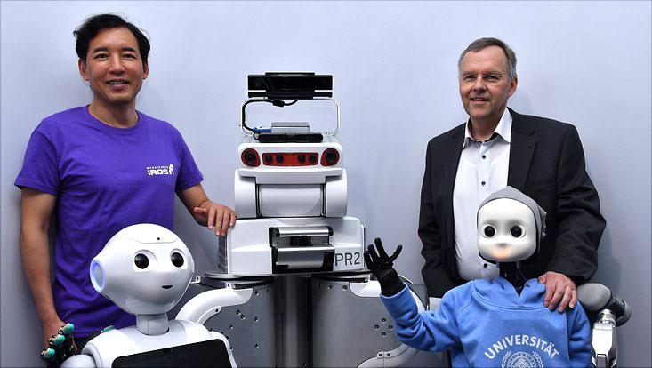 Prof. Dr. Jianwei Zhang (links) und Prof. Dr. Stefan Wermter (rechts) aus dem Fachbereich Informatik.