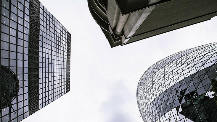 Hochhäuser von oben. Symbolisch für Stadt, Stadtklima und Klimawandel.