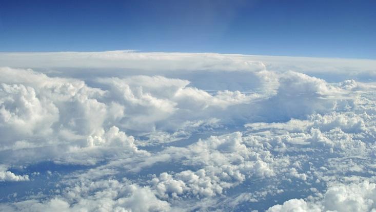 Wolken von oben fotgrafiert. Symbolisch für Wolken und Wolkensysteme.