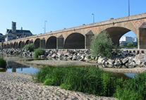 Französischer Fluss Loire ist ausgetrocknet durch Trockenheit im Sommer 2003