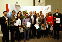 Prof. Heinrich Graener (Mitte) mit Absolventinnen und Absolventen
