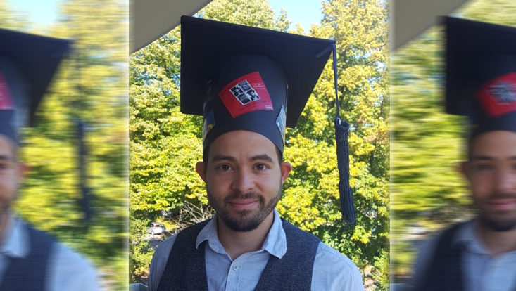 Jairo Segura successfully defended his doctoral thesis. The picture shows Jairo with his doctoral hat.
