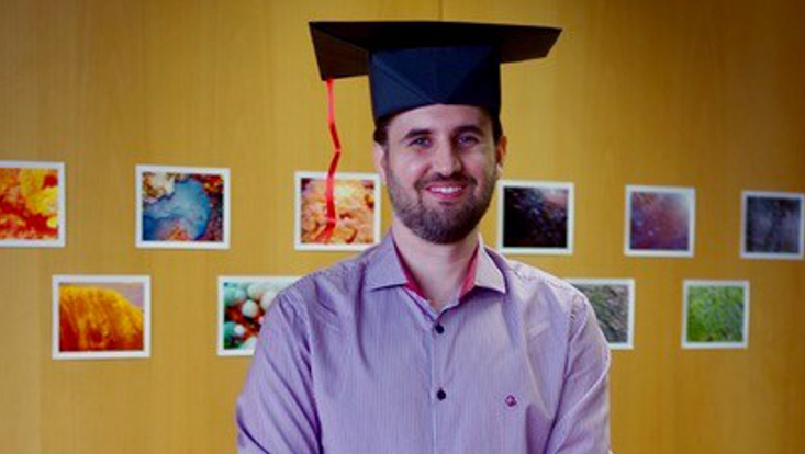 Mihael Machado de Souza successfully defended his doctoral thesis. The picture shows Jairo with his doctoral hat.