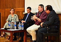 Mohamed Bayoumi, Dr. Michael Link und Dr. Khaled Kheir El Deen (v.l.n.r.) diskutieren Ägyptens Küstenschutz