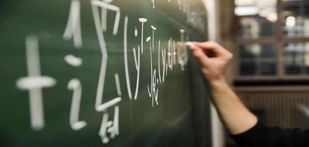 Tafel mit mathematischer Formel