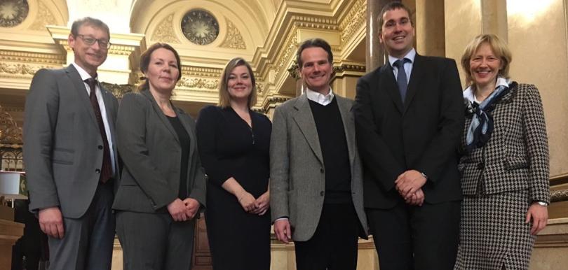 Senatorin Fegebank mit Vertreterinnen und Vertretern der Hochschulen