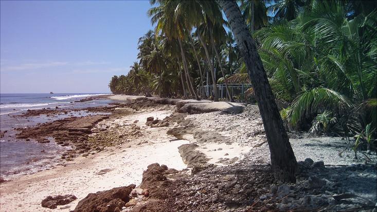 Erodierter Strandabschnitt an den Malediven