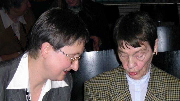 Bild von Loki Schmidt mit Frau Dr. Schwarz