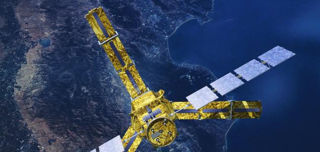 Der SMOS Satellit über der Erde