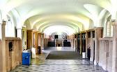 Flur des Hauptgebäudes der Universität