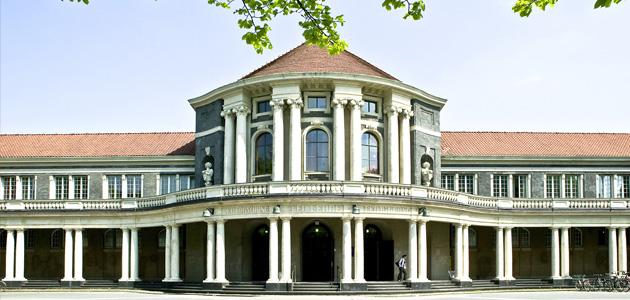 Hauptgebäude der Universität Hamburg von vorne