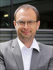 Ein Portraitfoto von Alexander Baur