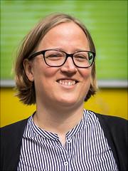 Ein Portraitfoto von Julia Geneuss