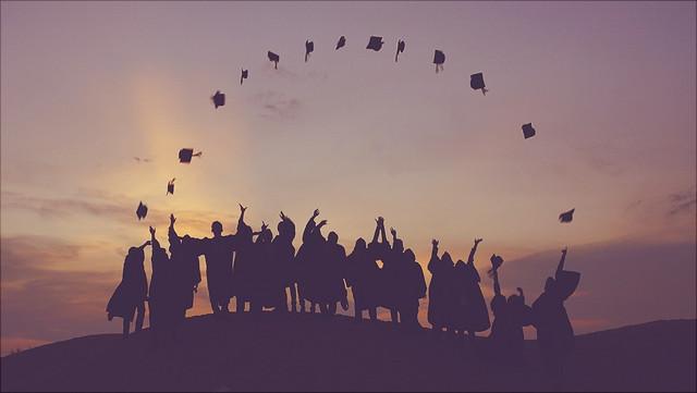 Absolventen auf einem Berg