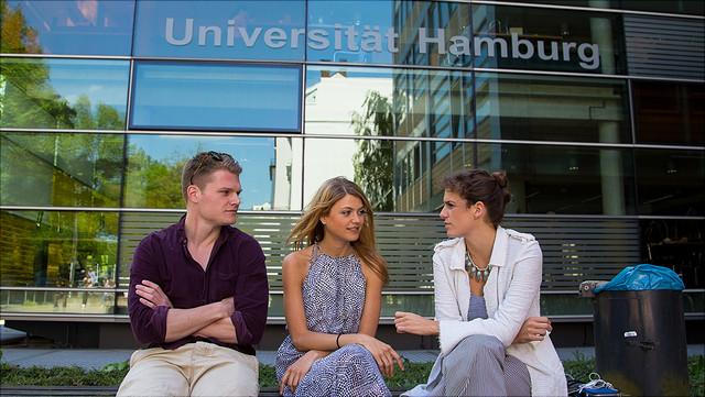 Studierende vor dem Rechtshaus